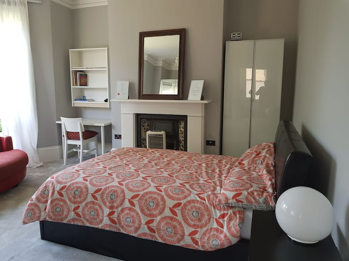 Lovely room close to all amenities in Folkestone