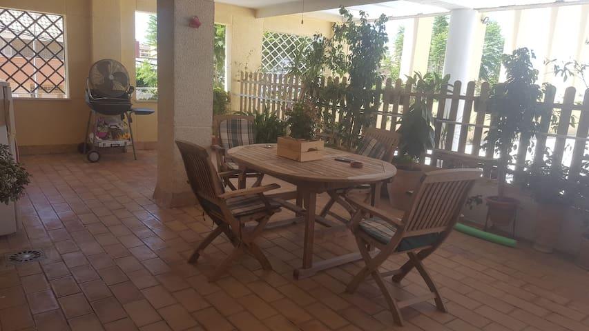 Piso a 15 minutos de sevilla con piscina y terraza lofts for Pisos con piscina en sevilla