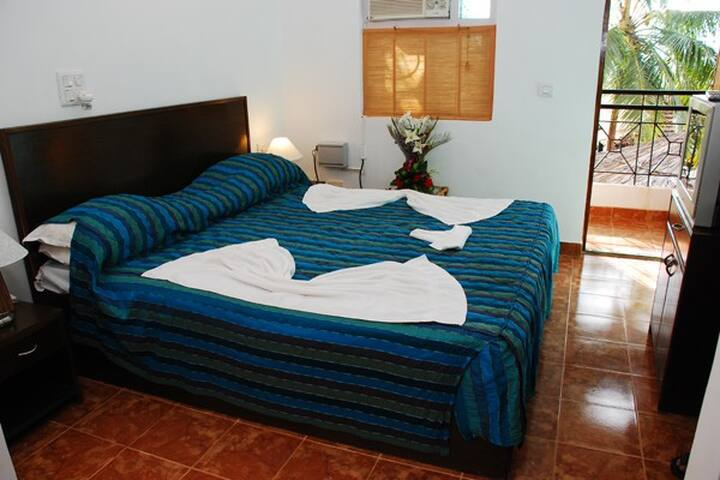 Luxury Room with Pool at Candolim Goa - Arpora - Bed & Breakfast