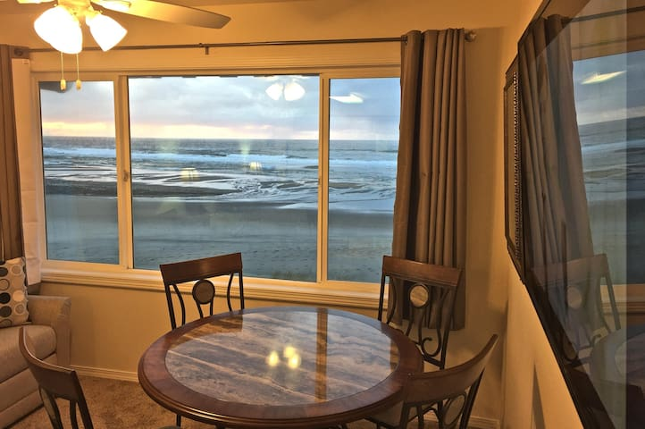 'Barnacles of Narnia' -Great Views & Beach Access! - Lincoln City - Apto. en complejo residencial