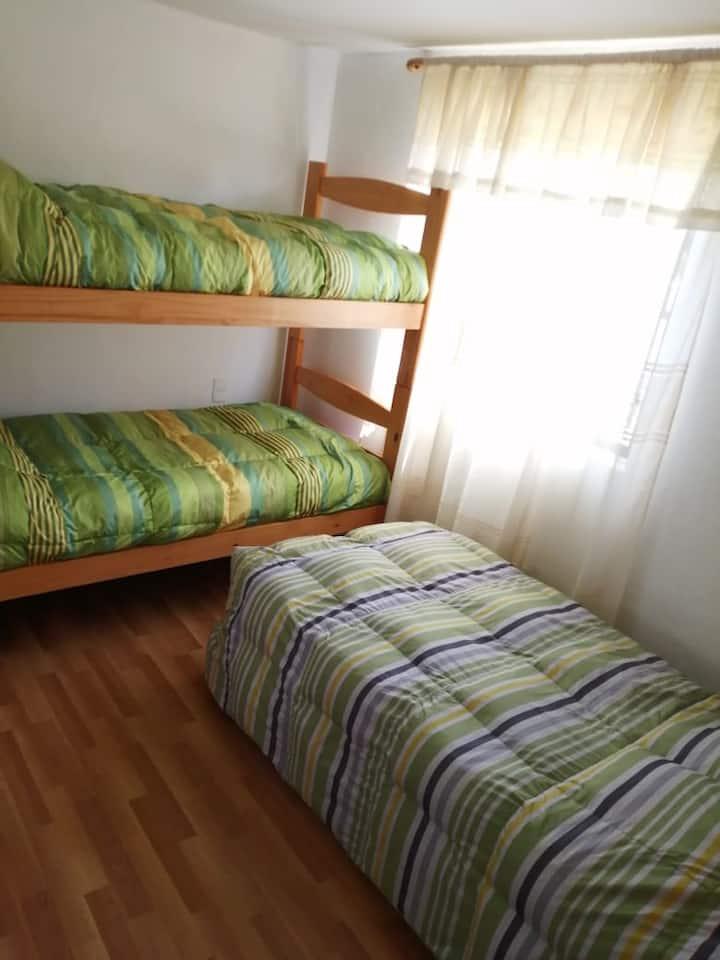 Habitación compartida en cómoda vivienda equipada