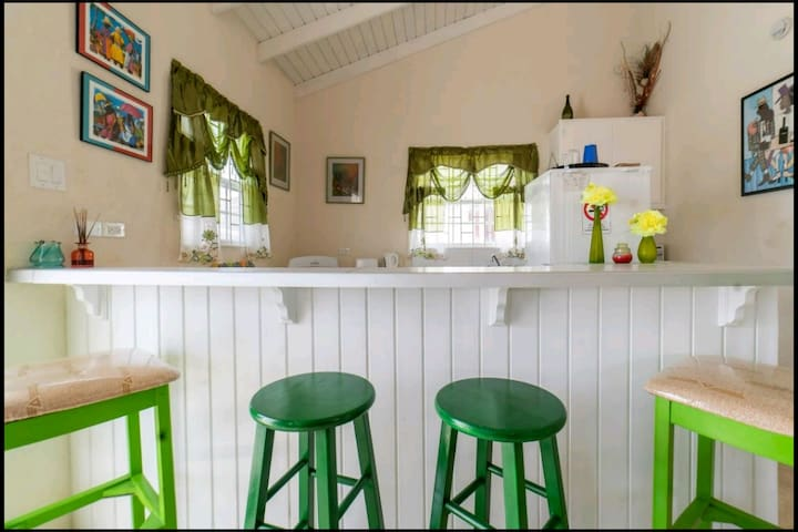 Cape Cay Cottage adorable cottage 5mins from beach