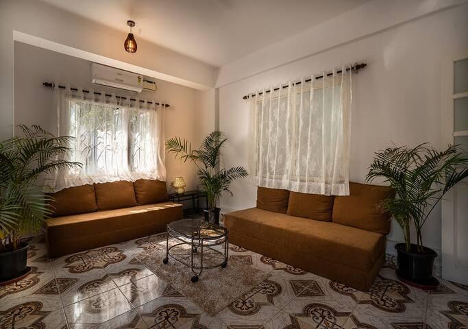 Upper Deck Garden Villa Near Baga