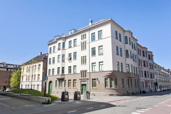 Room in large penthouse apartment near Gløshaugen - Trondheim - Byt