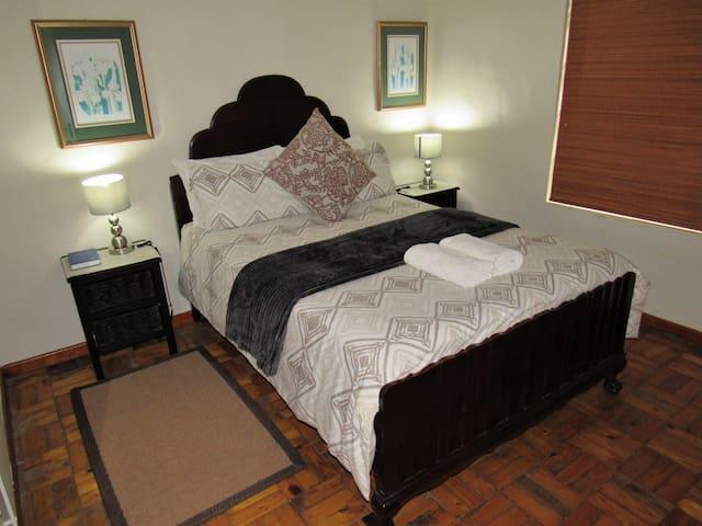 Cottage 2 - Main bedroom