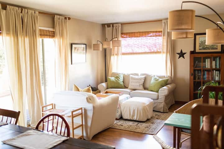 New! Spacious & Charming Guest Suite by the Bay