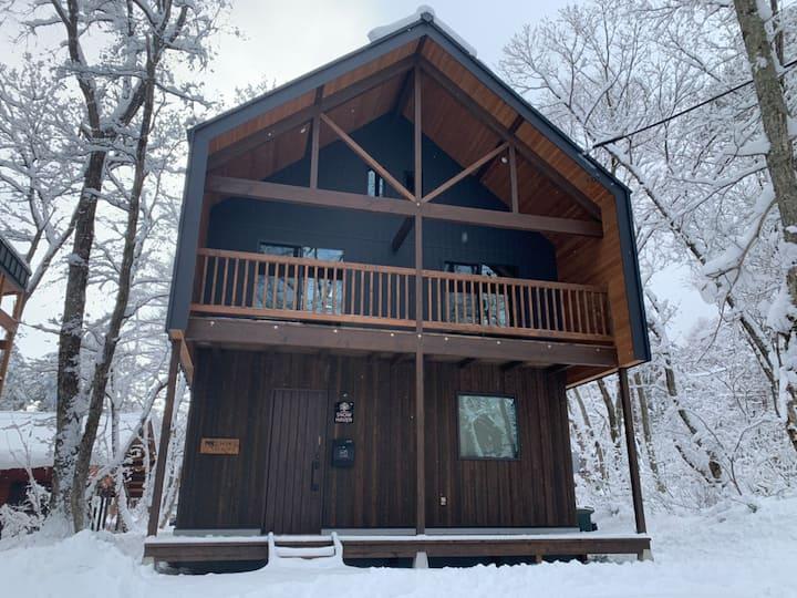 SNOW HAVEN   Brand-New House Near Echoland Street