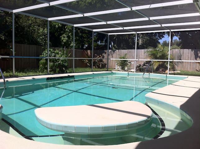 Private Bedroom, Near Siesta Key! - Sarasota - Talo