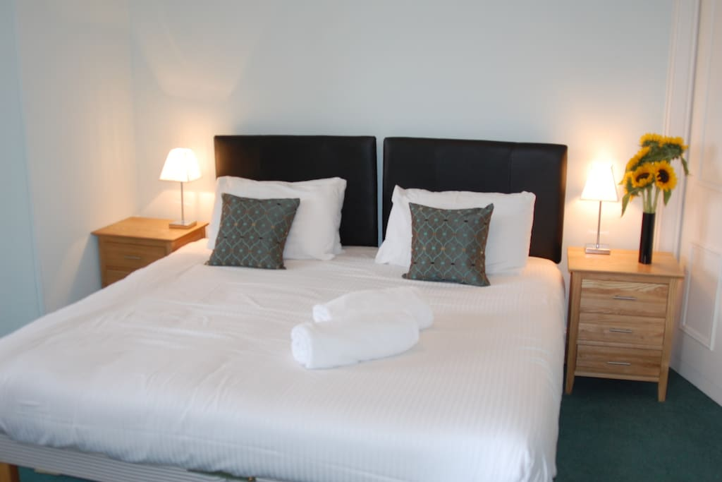 Comfortable and luxurious Master King Room with en-suite, can be arranged as a King or as Twin beds.