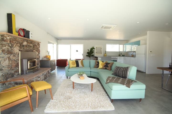 LARKSPUR HOUSE Mid Century Retreat on 5 acres