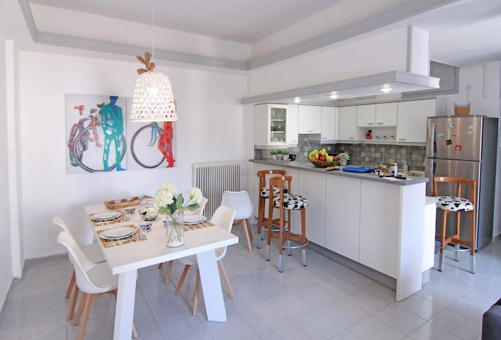 Pasiphae - Central Cozy Apartment Close to the Sea