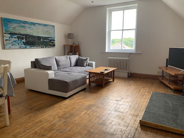 Spacious/ bright loft style apartment in Buxton