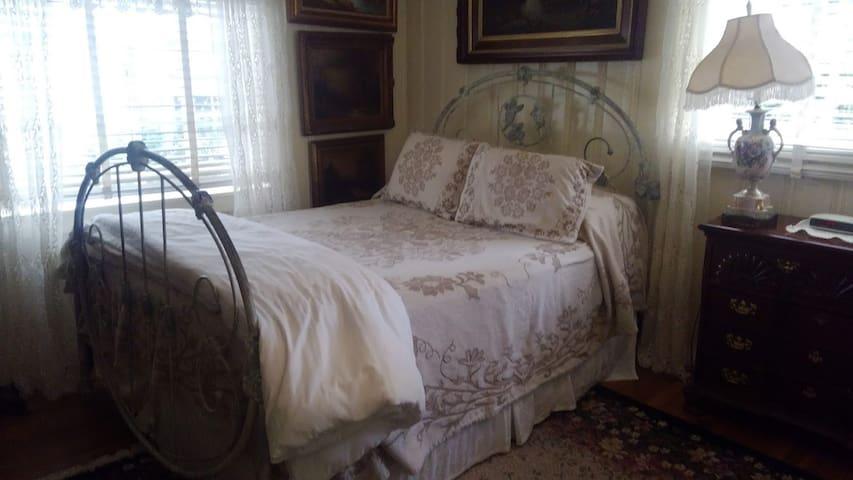 Historical inn in the heart of Brevard 3a