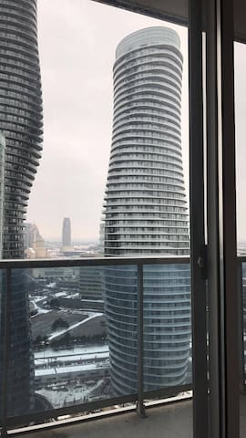 Centrally Located Lower Penthouse Apartment - Mississauga - Huoneisto