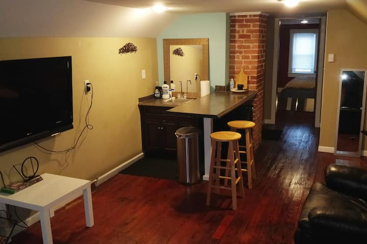 Lovely 1 bed/1bath apartment, great location!