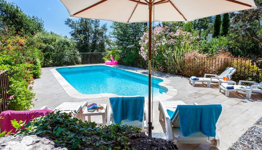 Sunny Quiet Gite, Pool, Big Garden, Kid Friendly