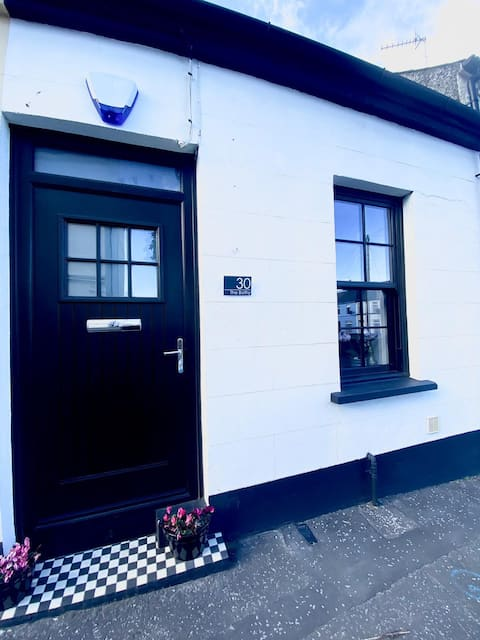 THE BOTHY- idyllic cottage in heart of Donaghadee