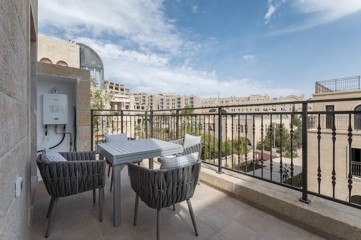 Luxurious 2BR Apartment just by Mamila/Kind David