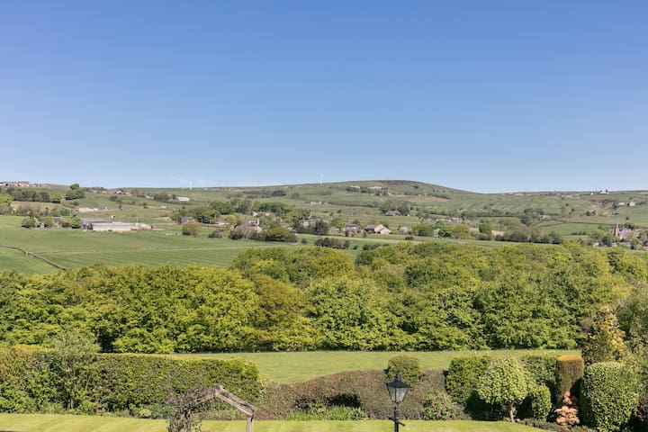 Panoramic views of Shaw Edge Woods and the Soyland Valley.
