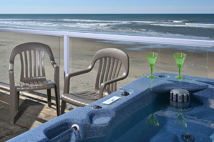 BRAND NEW REMODEL Studio w/ Hot Tub, OnSite Beach