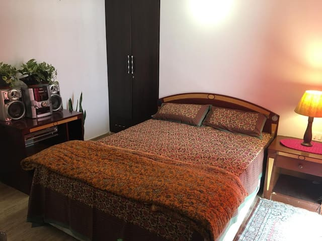 A Cosy Bedroom near Defence Expo 2020, Lucknow