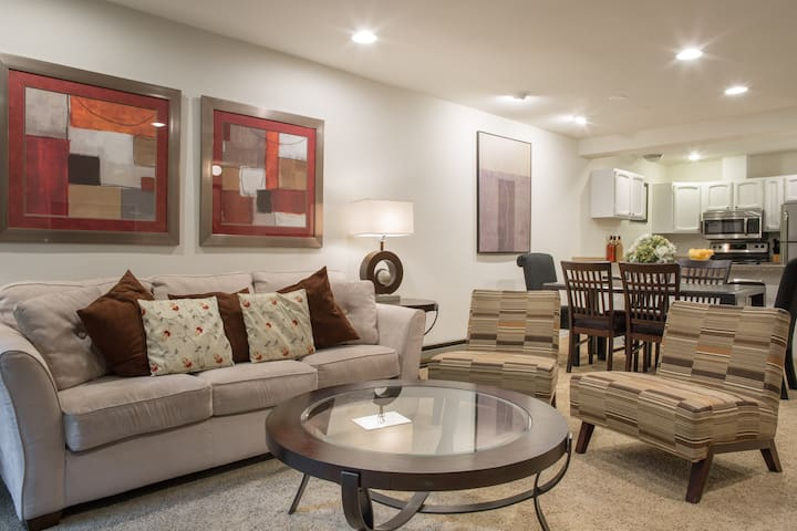 Townhouse Quiet Private Located Downtown