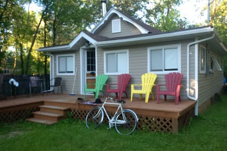 Cozy Lakeview 3 Season Cottage - Matlock - Cottage
