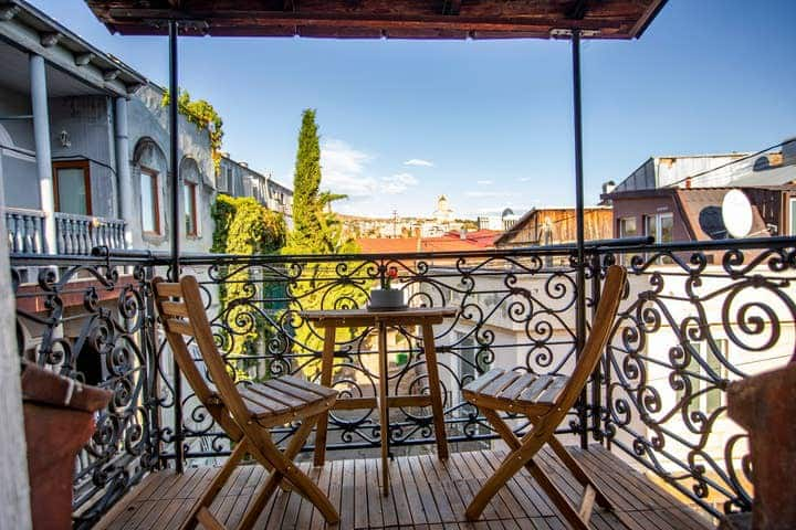 ✩ Colorful 2 BR Apt. With Balcony In Old Tbilisi ✩