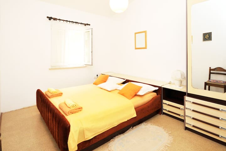 sunny bedroom :-)