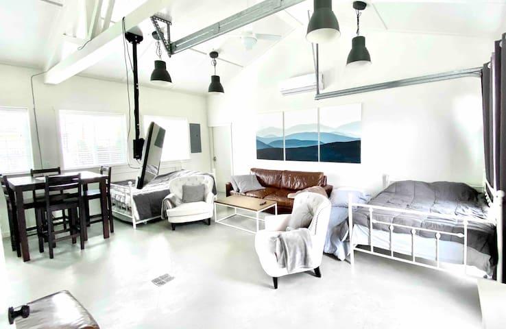 Modern Spacious Studio, Comfortable & Clean