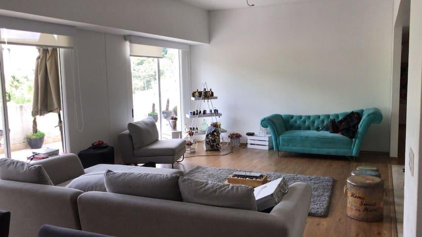 Cómoda habitación en zona exclusiva de Interlomas!