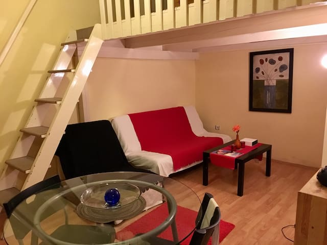 Cozy quiet apartment with mezzanine - Budapest - Huoneisto