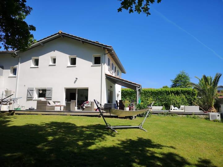 Belle maison avec piscine entre Bidart et Biarritz
