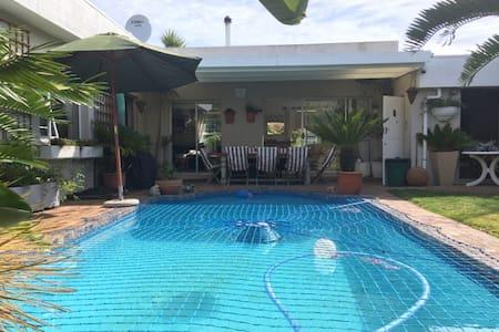 Cape Town accomodation in Edgemead. - Кейптаун