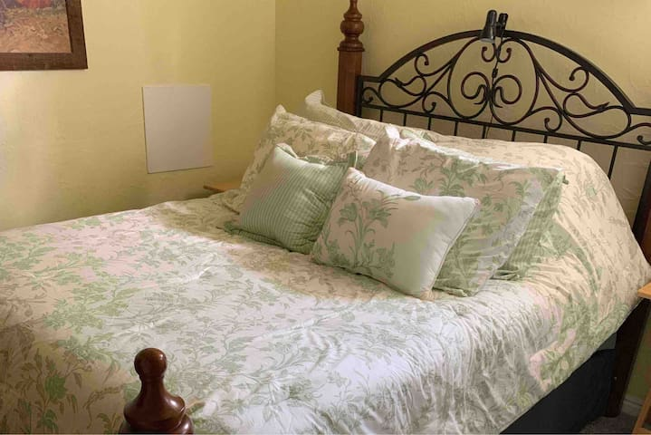 Comphy queen size bed