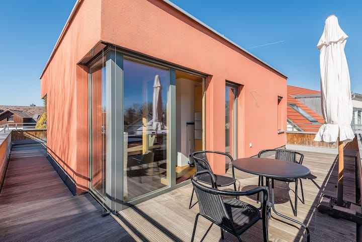 Bright apartment with rooftop terrace at the park