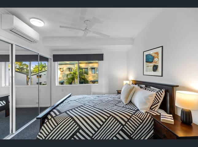 Large master suite with airconditioning, ceiling fan and large ensuite and wardreobe.