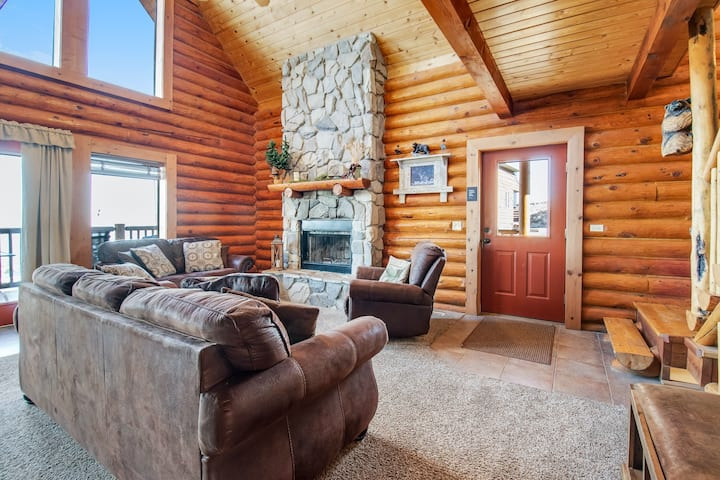 Beautiful log cabin w/ lake views, wraparound deck, & foosball for the kids!