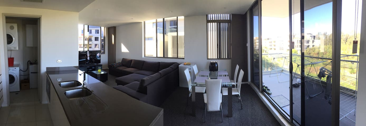 Fully furnished luxury apartment. - Warriewood - Appartement