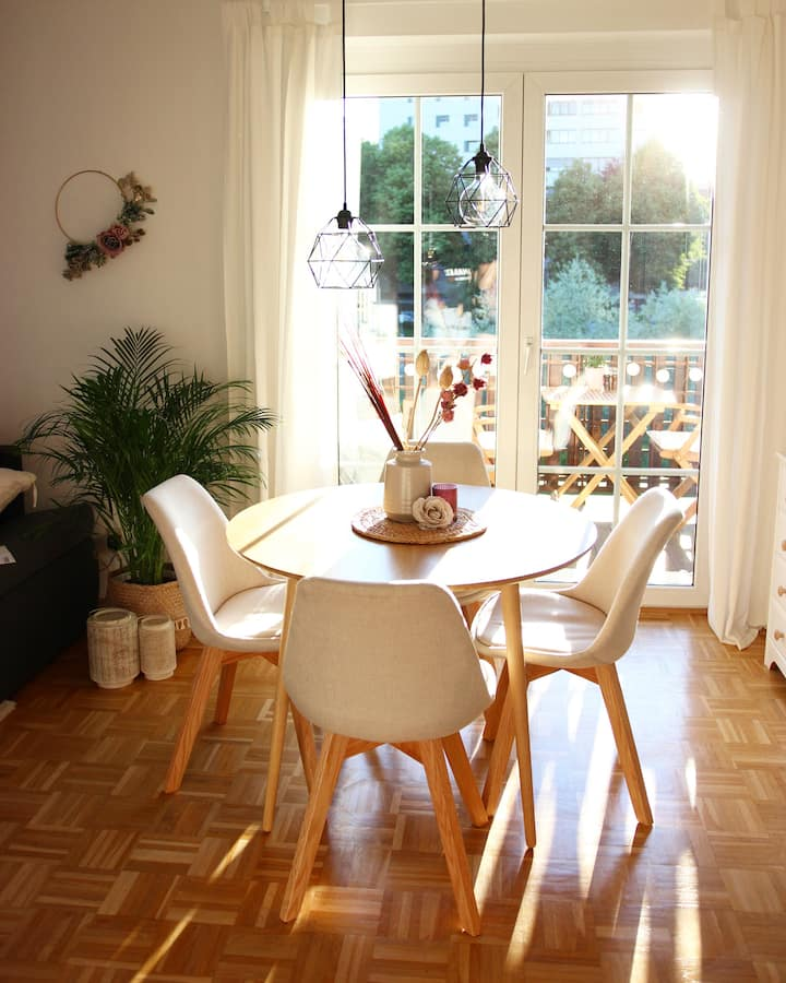 Cozy and Bright Apartment with Specials