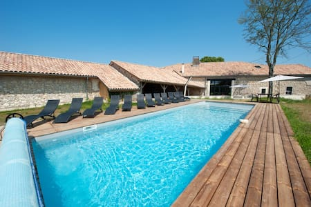Coutélas: charming gite with private swimming pool