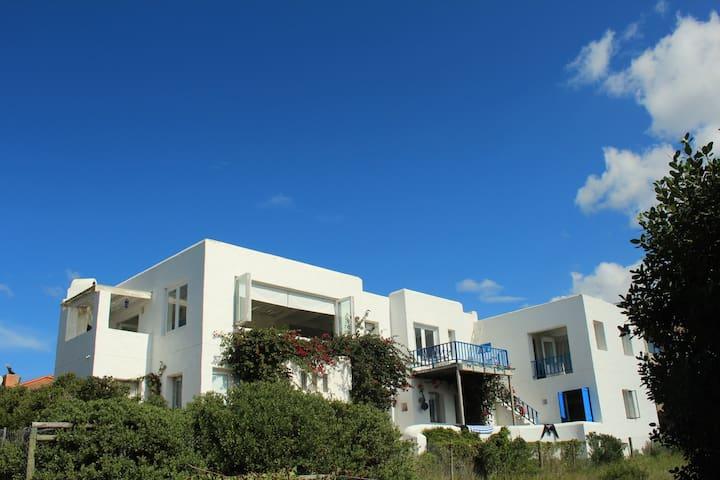 GREEK STYLE VILLA  5 MIN WALK BEACH - Still Bay - Maison