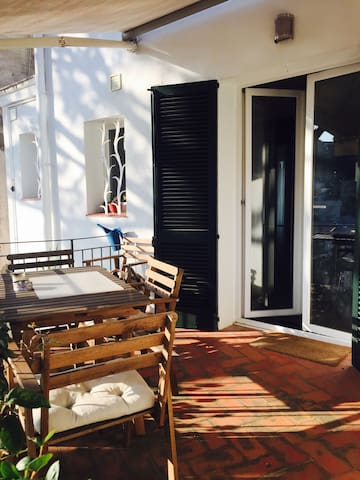 Bonita casa con jardín y vista