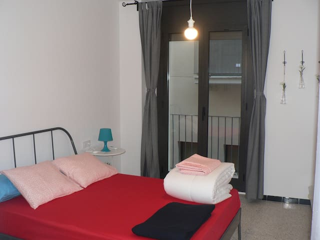 HABITACION DOBLE HOSTELFIGUERES - Figueres - Bed & Breakfast