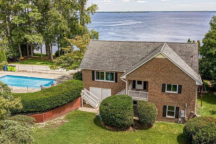 New* The Riverfront Home | PVT Pool | Dwtown 10min