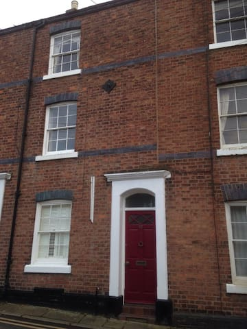 Spacious Period Townhouse within the city walls