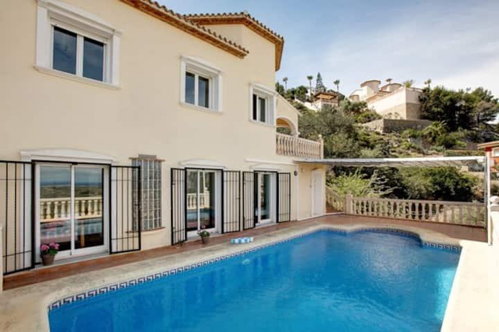 Amanda: 4 bedroom villa with stunning views