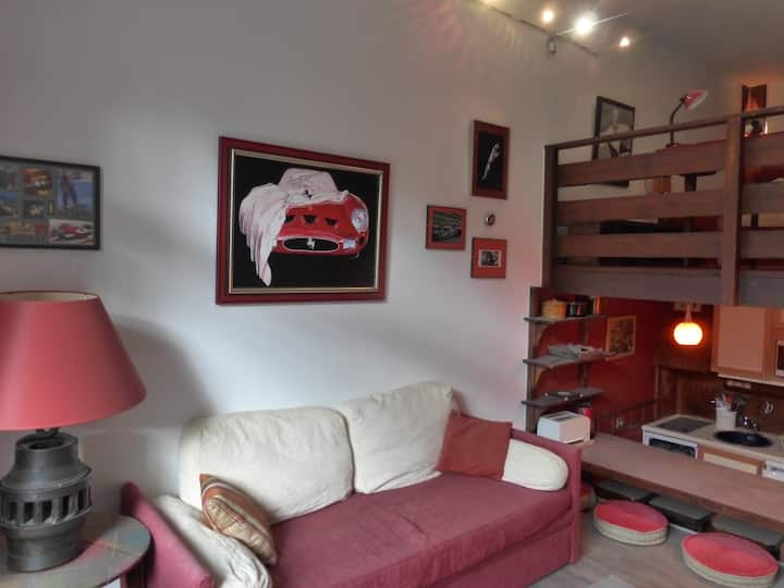 Roomy duplex  for 4 persons in the center of Meribel