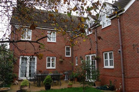 Double en-suite in village location - Angmering