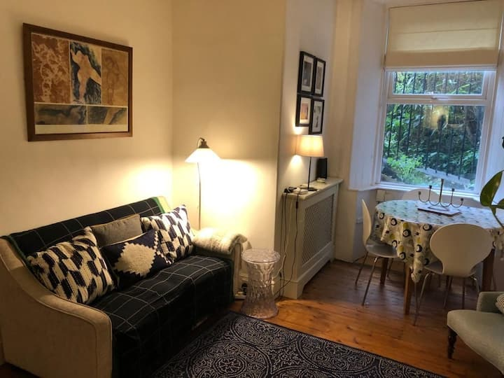 Cosy Wee Two Bed Edinburgh Apartment